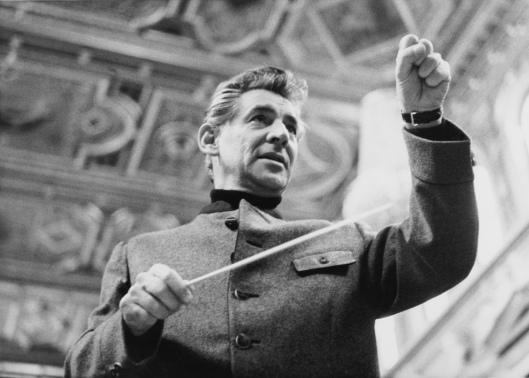 Leonard Bernstein dirigiert im Trachtenjanker im Musikverein, Wien 1966 © Historisches Archiv Wiener Philharmoniker